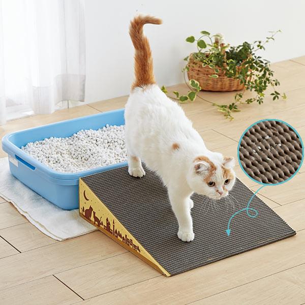 猫の足が滑りにくい素材を使用