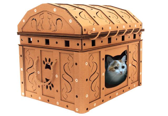 馬車・宝箱・交番などユニークなダンボール製の猫ハウス