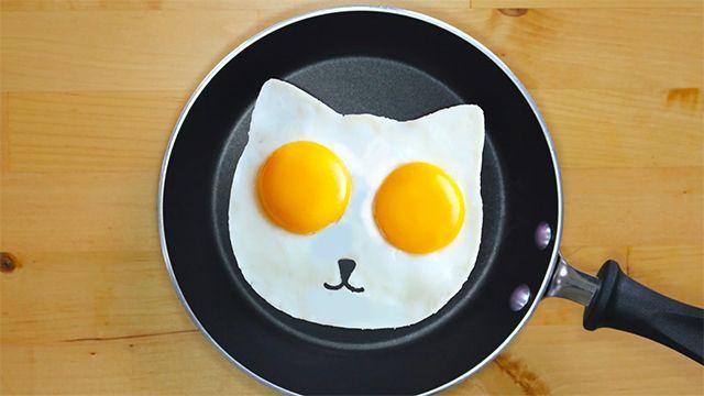 ネコ型の目玉焼き