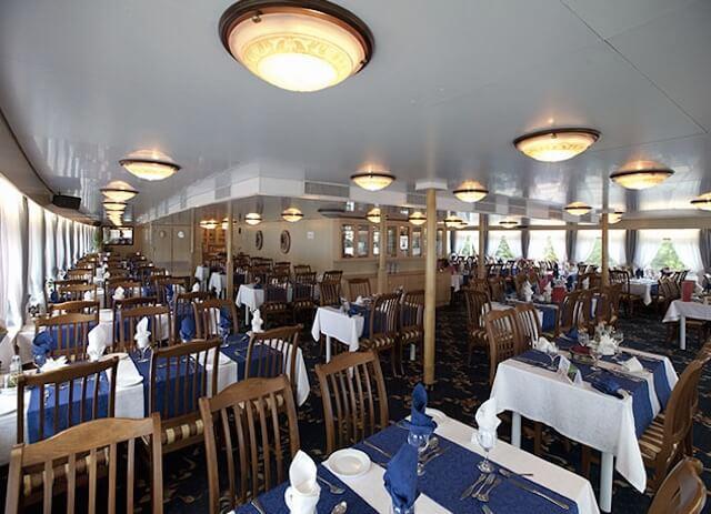 客船のレストラン