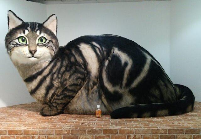 世界ネコ歩き番組展の巨大な猫人形