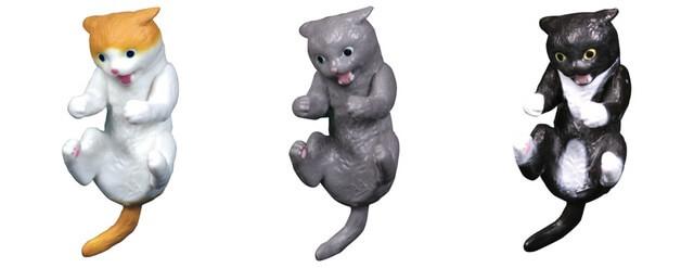 甘噛する猫のフィギュア