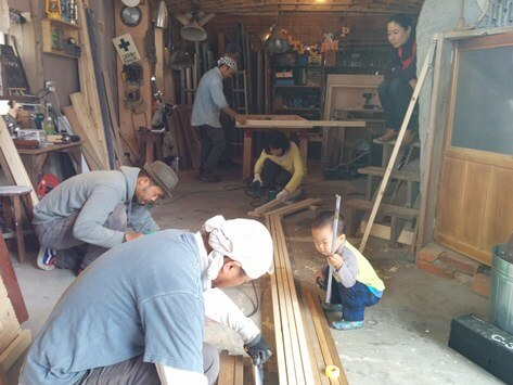 TEAMクラプトンの木工ワークショップ風景1