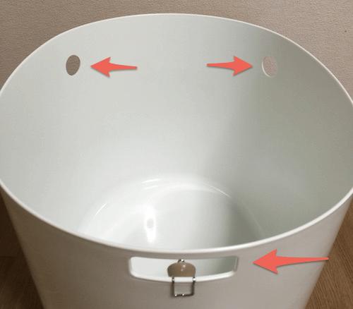 トイレ本体にはフタをはめ込むためのくぼみが3箇所ある