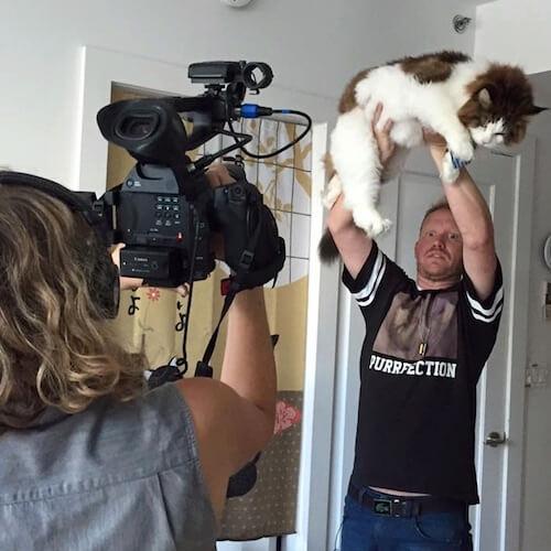大きすぎる猫として自宅に取材も