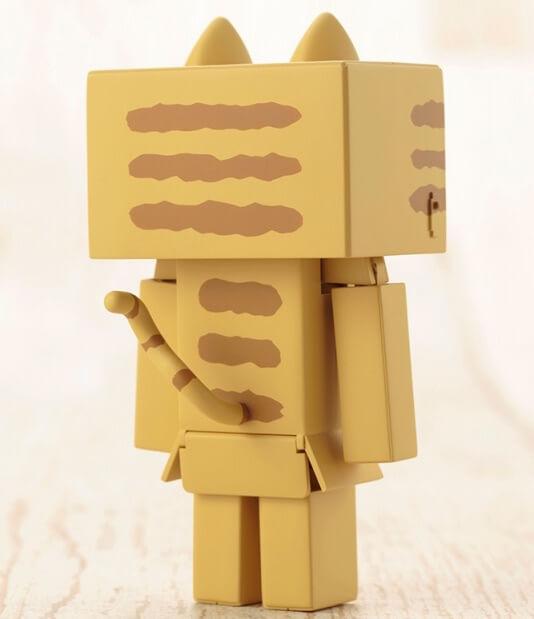 ニャンボーのプラモデル 背面。しっぽ付き