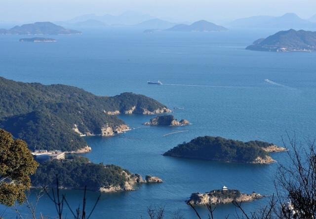 瀬戸内海にある島々の写真