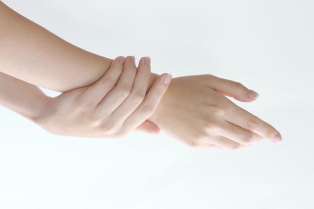 手肌の乾燥が気になる季節