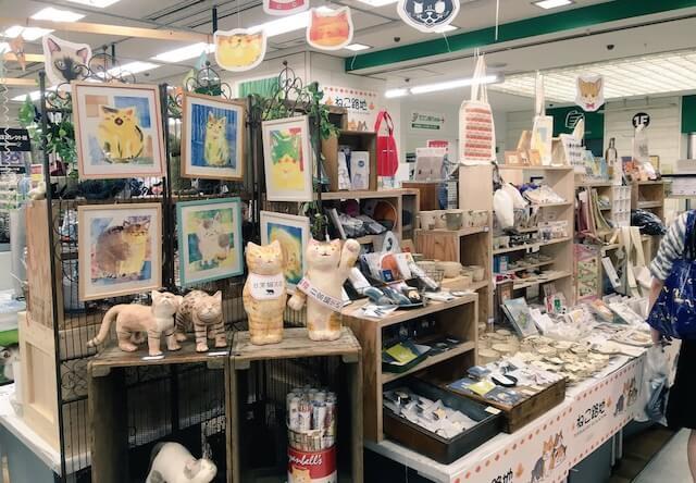クリエイターが制作したさまざまな猫雑貨や猫作品が登場