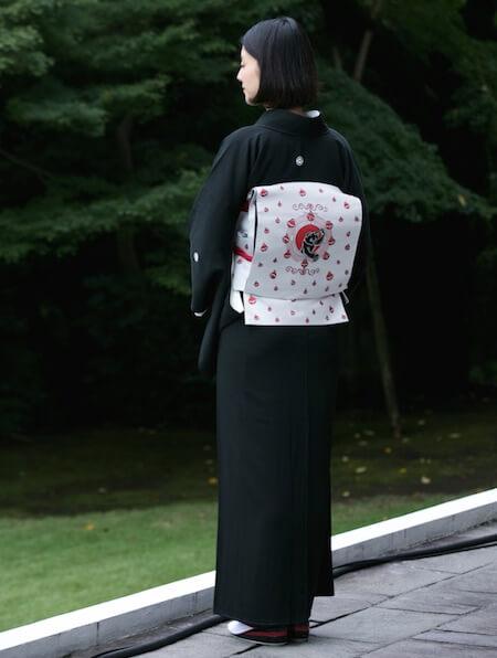 黒留袖に映える猫デザインの帯