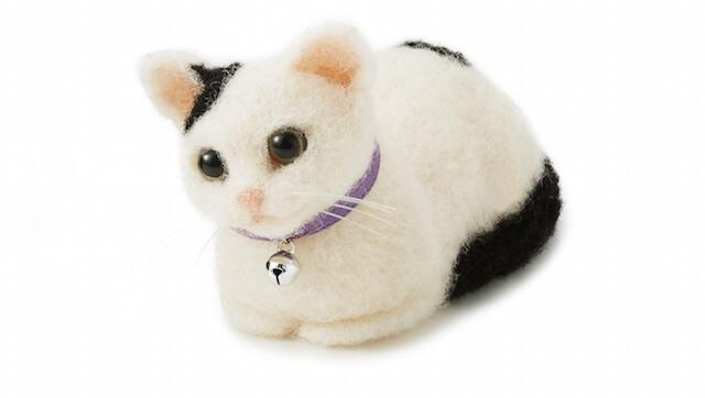 羊毛フェルトで作る白黒ネコの香箱座り