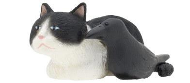 猫とカラスの寄り添いフィギュア(ハチワレ)
