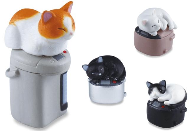 炊飯器や給湯ポットで暖をとる猫フィギュア「吾輩の定位置」