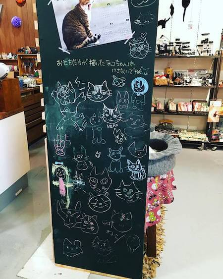 eMV(エミュ)岡山店の猫グッズ販売コーナー2