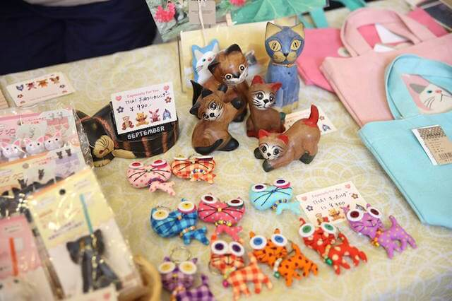 真鶴町の地域猫イベント「まにゃづる」雑貨販売の様子1