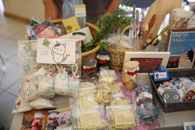 真鶴町の地域猫イベント「まにゃづる」雑貨販売の様子2