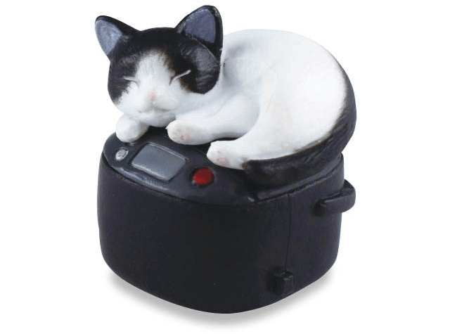 ハチワレ×炊飯器(猫のフィギュア 吾輩の定位置)