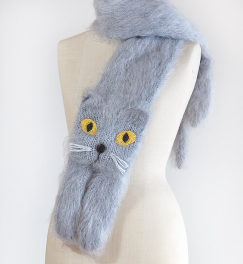 グレー猫のマフラー