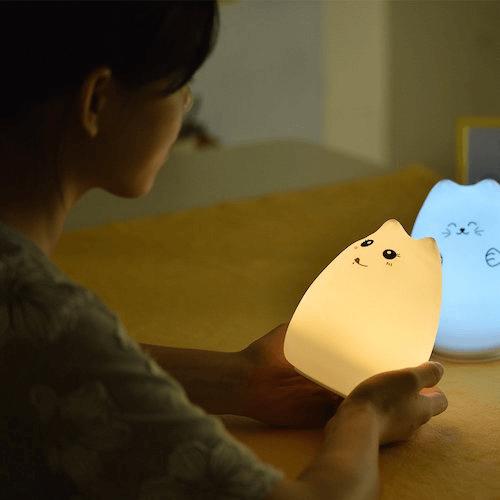 軽量でコンパクトな猫型ランプ