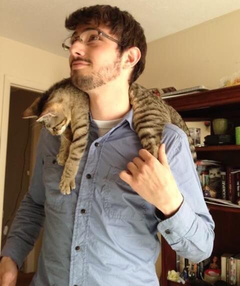 猫を首に巻くリアル猫マフラー