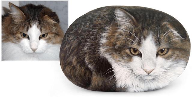 イタリア人画家、ロベルト・リッツォさんの石猫