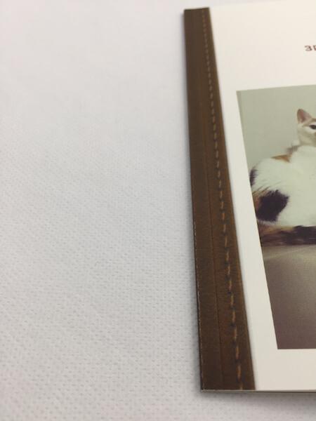 フォトブック「TOLOT」の実物レビュー、ステッチ部分のアップ写真