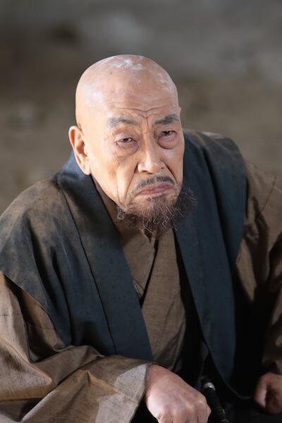 霧生家の党首で桂木役を演じる、俳優の麿赤兒(まろあかじ)さん