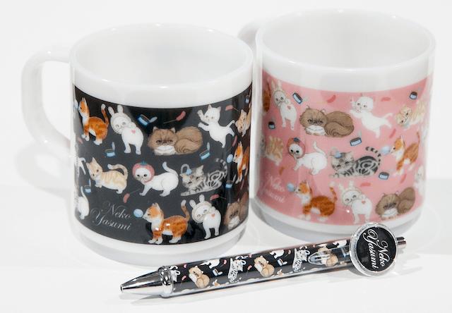 「skogmarknad(スコーグマルクナード)」と人気ネコがコラボしたマグカップ&ボールペン