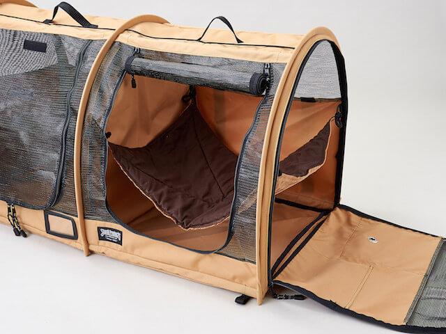 猫キャリーバッグ「ペットツインカーゴ」の中に猫用のハンモックを設置