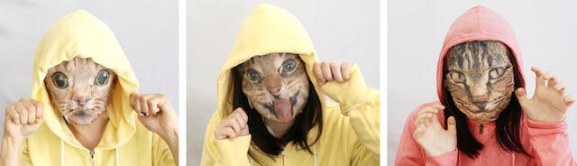猫のなりきりフェイスパックを身に着けた女性