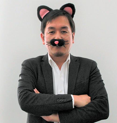 猫のコスプレをする、アウトソーシングテクノロジーの茂手木社長