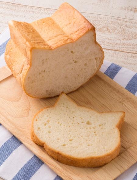 ベーカリー&カフェ・ブルージンのネコ型食パン「いろねこ食パン」