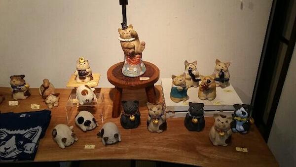 ゆめいろミュージアム新緑の福猫展で展示・販売されている猫の置物