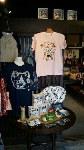 ゆめいろミュージアム新緑の福猫展で展示・販売されている猫のTシャツ&グッズ