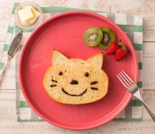 フルーツをのせても楽しい、ねこの形をした食パン「いろねこ食パン」