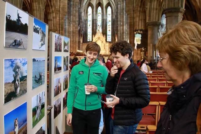 スコットランド・エディンバラで行われたニャン吉の写真展の様子