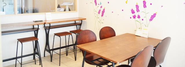 猫カフェ「みーちゃ・みーちょ」のカフェブース