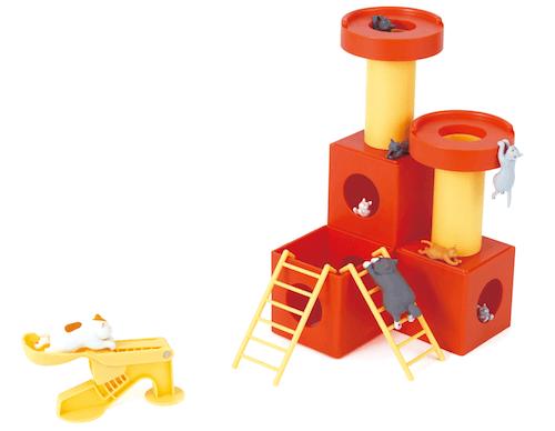 キャットタワーに猫フィギュアを飛ばして得点を狙うゲーム