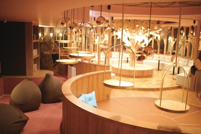 猫カフェMoCHA名古屋店の円形茶の間席