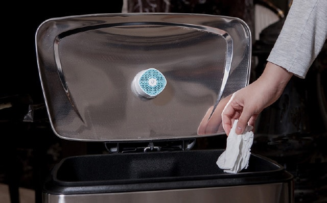 ゴミ箱のフタに設置できる消臭器VentiFresh(ベンティフレッシュ)