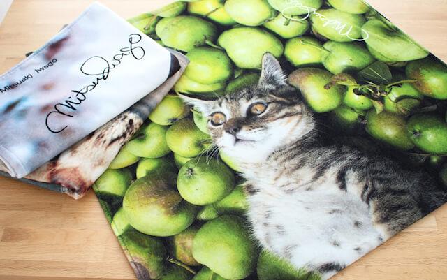 岩合さんの猫写真をプリントしたビーチタオル