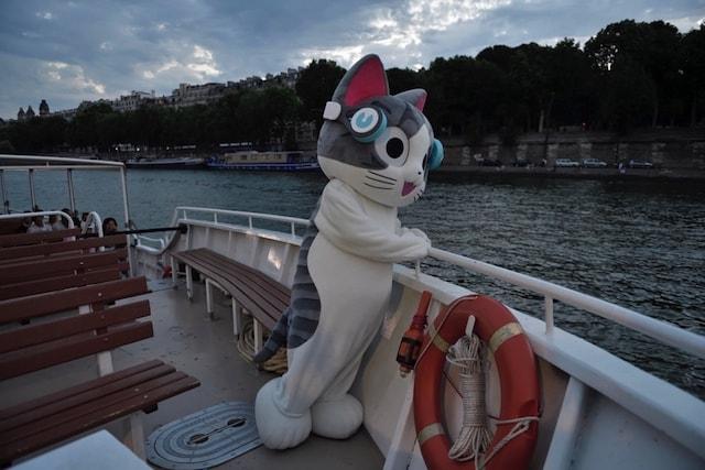 フランスに凱旋帰国した、こねこのチー(セーヌ川)