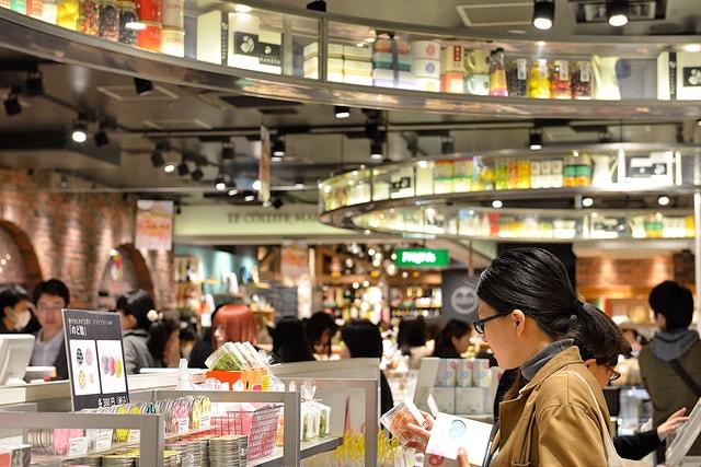 東京駅の地下、改札内にあるエキナカ商業施設「グランスタ(GRANSTA)」
