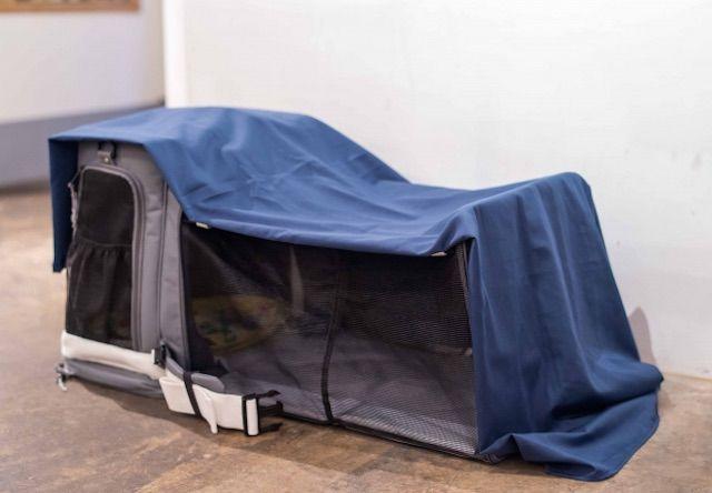 目隠しや雨よけのある防災キャリーバッグ「GRAMP」