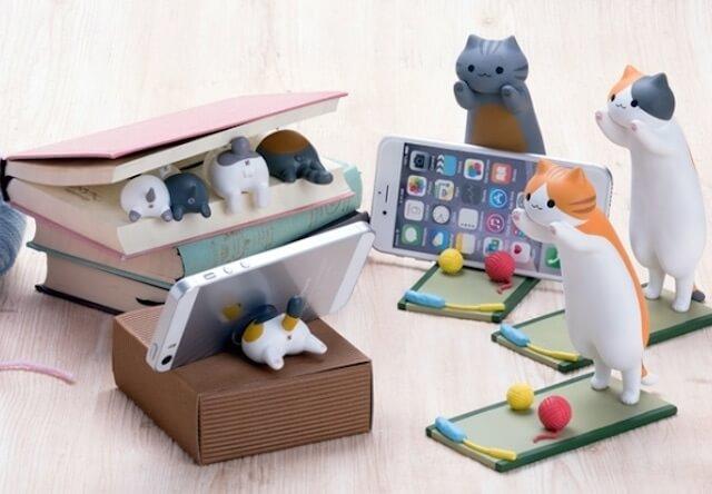 お尻が超キュート!iPhoneも使える猫のスマホスタンドが発売