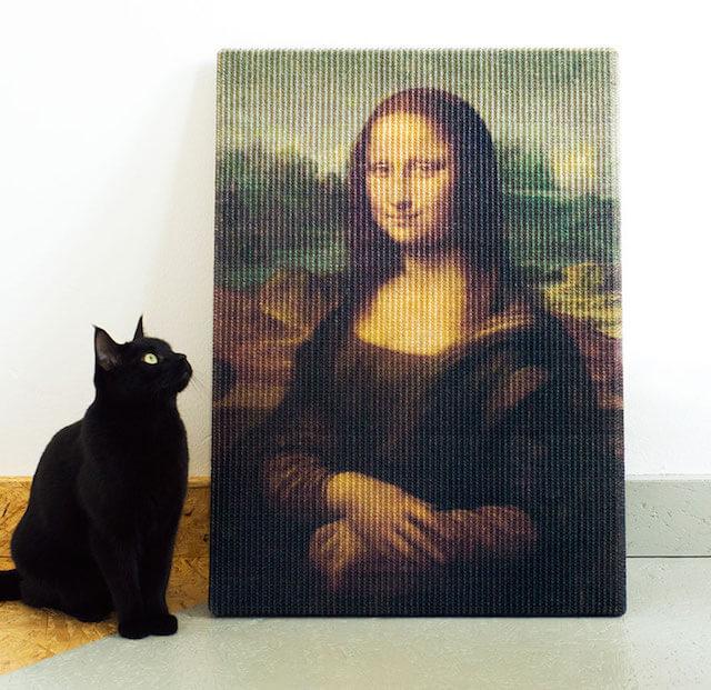 モナリザを鑑賞する猫