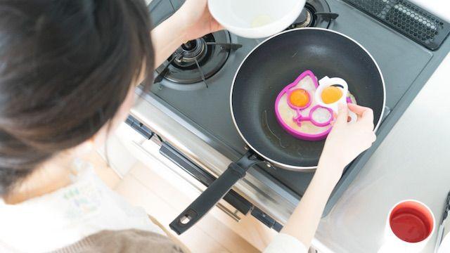ネコ型の目玉焼き調理イメージ