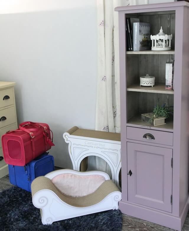 猫の輸入家具