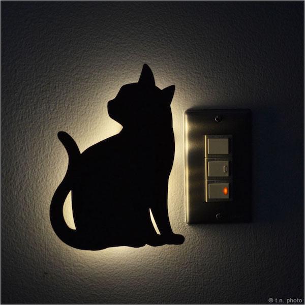 電気のスイッチまわりに取り付けたキャットウォールライト