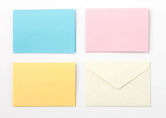 クリーム色の封筒がセット